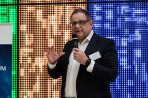 Dr. Frank Biendara, Geschäftsführer des Neumitglieds DFB GmbH setzte bei der Eröffnung des #VEF19 einen interessanten Impuls